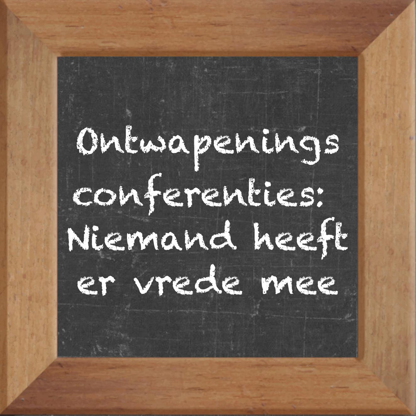 Wijsheden op krijtbord tegel over Politiek met spreuk :Ontwapenings conferenties Niemand heeft er vrede mee