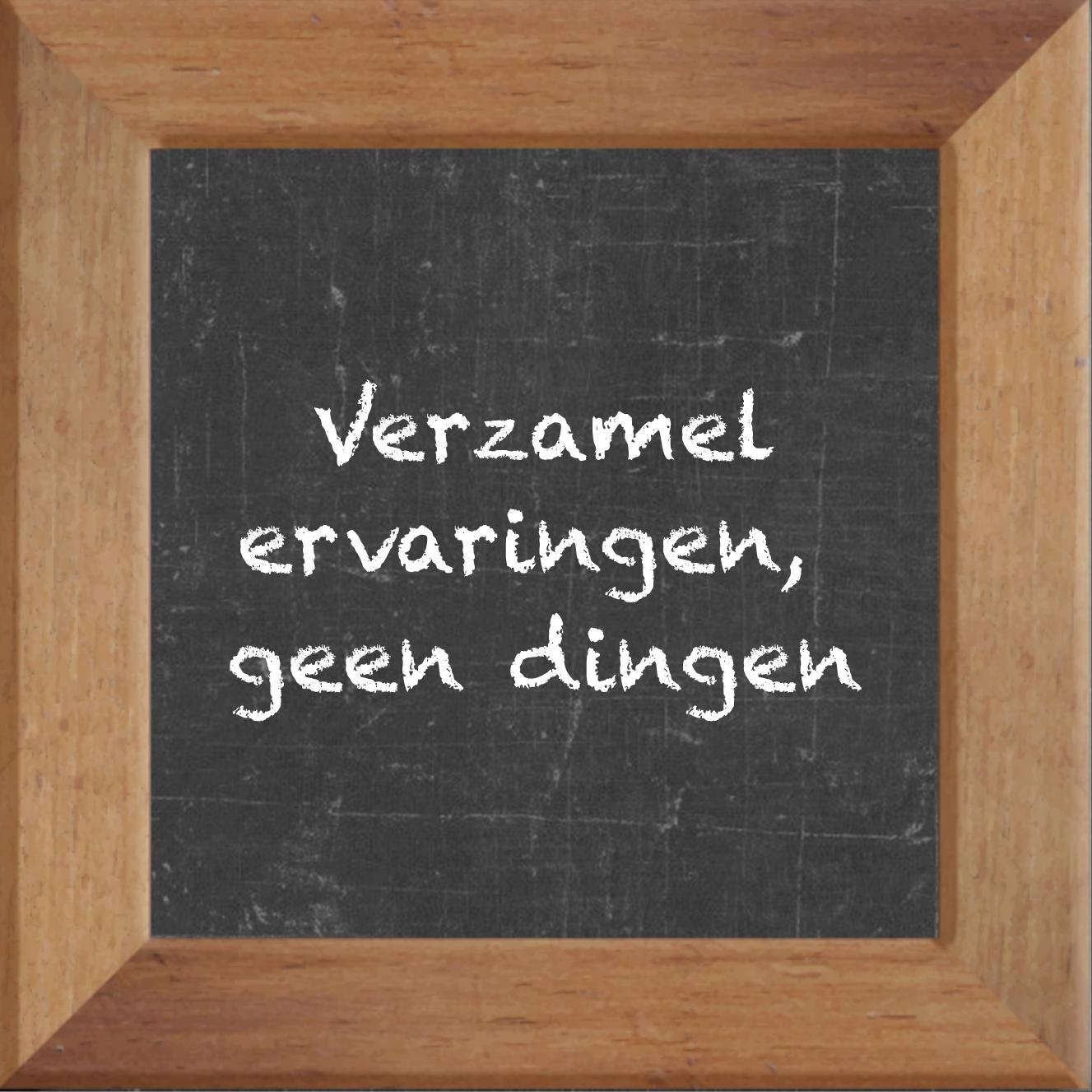 Wijsheden op krijtbord tegel over Overig met spreuk :Verzamel ervaringen geen dingen