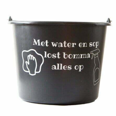 Cadeau emmer met tekst: Met water en sop lost Bomma alles op